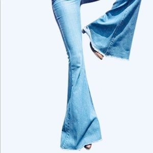 Denim - NWOT Bell Bottom Hippie Jeans Light Wash Size 27/4